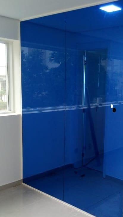 Modelo Box Frontal Película Azul Espelhada